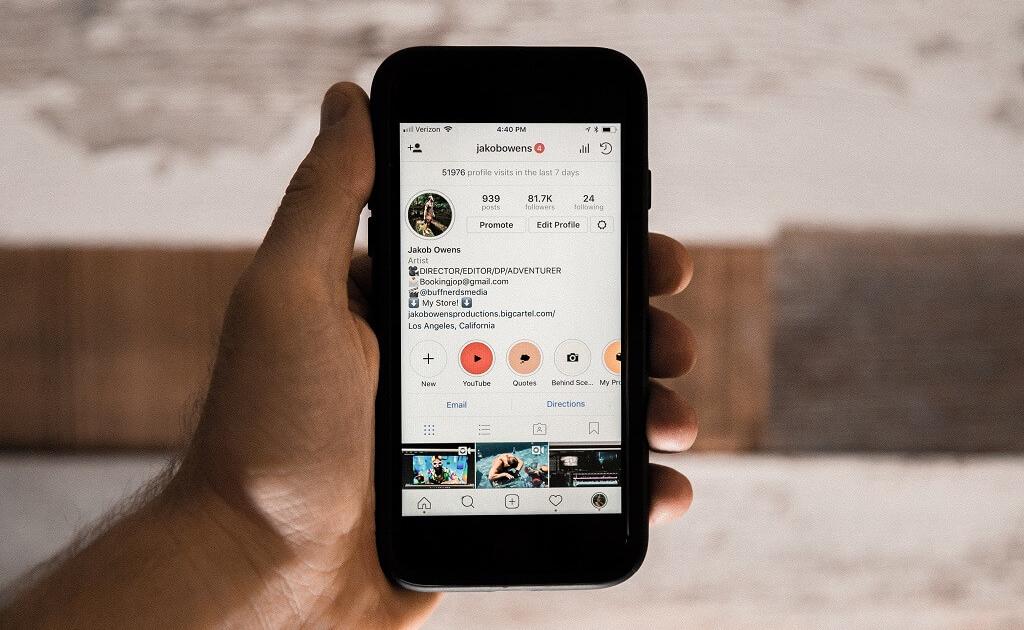 Smartfon z aplikacją Instagram